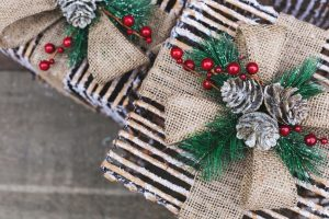 holiday market gift decorations 925x
